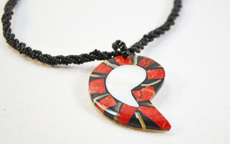 Mozaic shell pendant choker necklaces