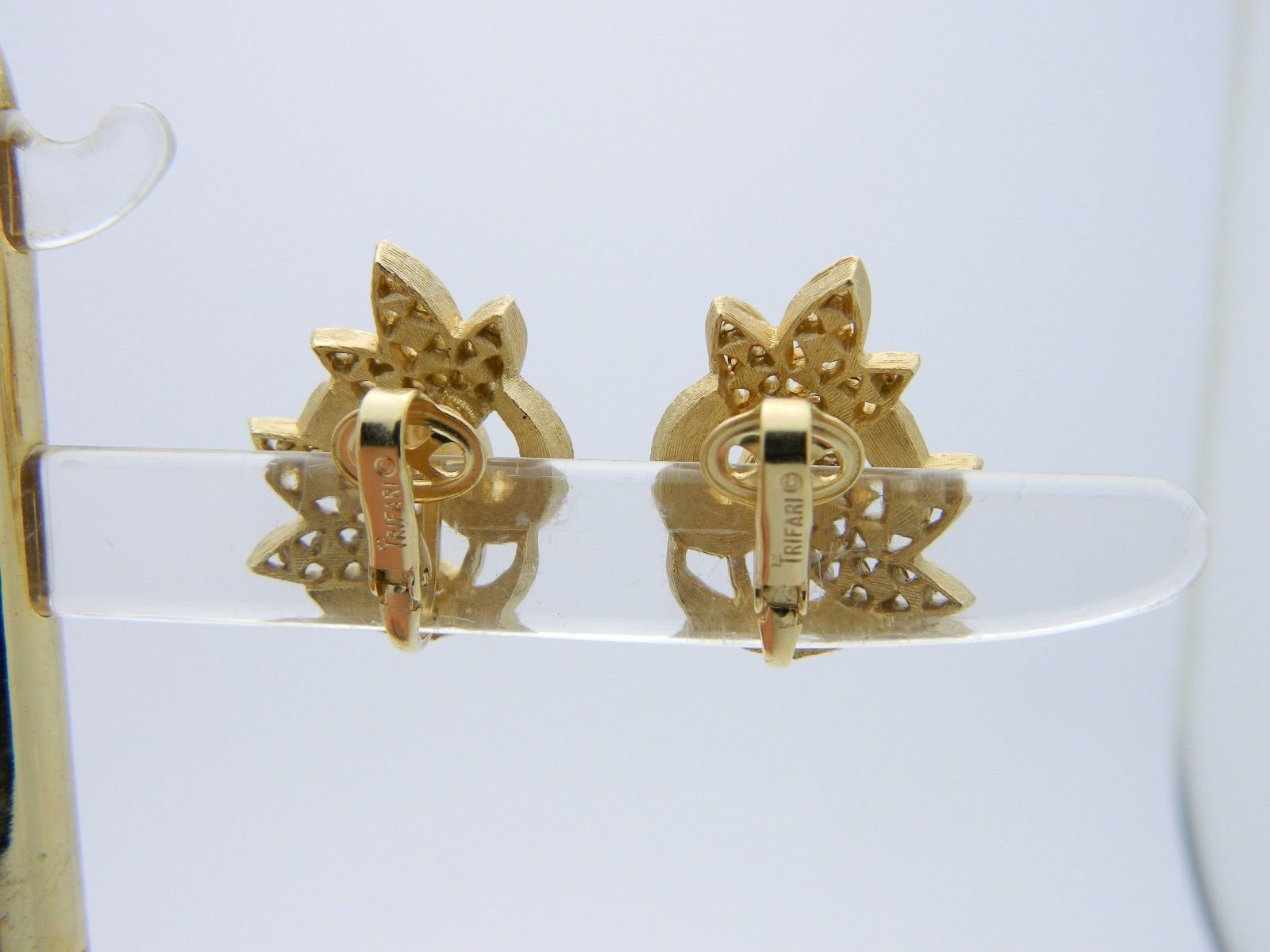 VTG RARE CROWN TRIFARI Gold Tone Peridot Rhinestone Leaf Clip Earrings