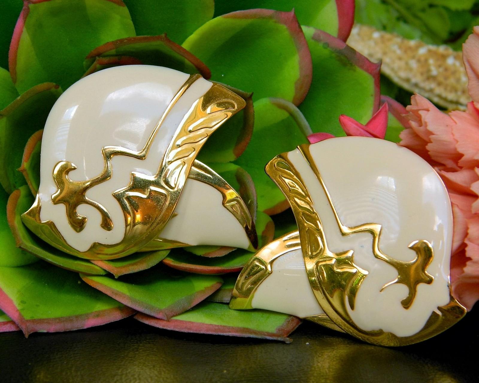 Vintage Berebi Signed Designer Abstract Art Earrings Enamel Cream Gold Berebi