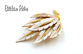 JJ Vintage Pin With Silvery White Frosted Leaves and Wintry Style - $15.00