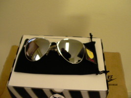 Khan sunglasses full mirror silver new with tags +free cloth pouch - $10.40