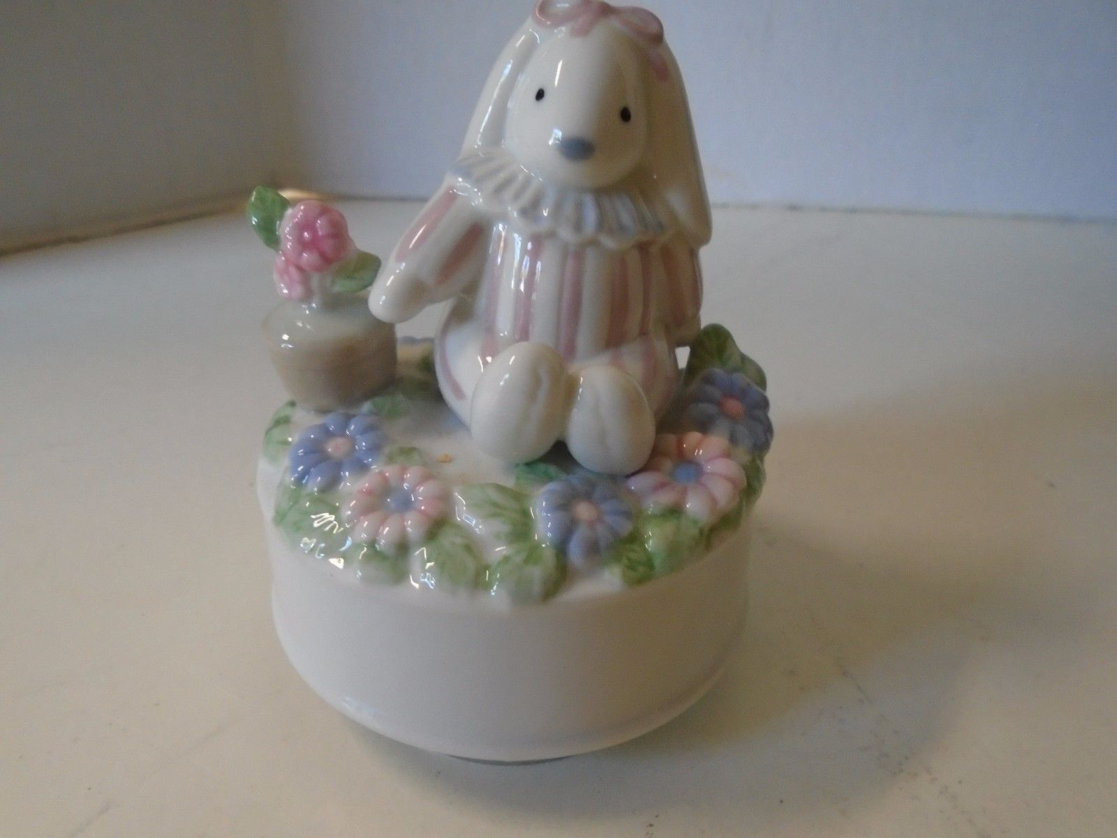 Otagiri Bunny Rabbit Edelweiss San Francisco Music Box Company Works Plays