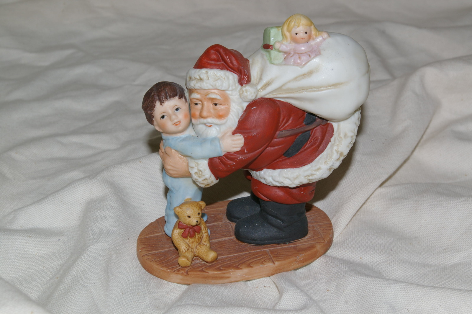 Homco Santa Hugging Boy Figurine 5261 Home Interiors