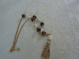 Lovely Vintage Unmarked Goldtone Brown Off White Bead Chain Pendant Dangle Neck - $9.89