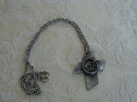 Sweet Vintage Unmarked Silver Tone Chain Pewter Cross Flower Pendant Neck - $9.89