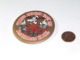 "1991 Goofy's Vacaciones Fiestsa 3"" Disneyland Hotel Pin Redondo Dorso Botón - $8.26"