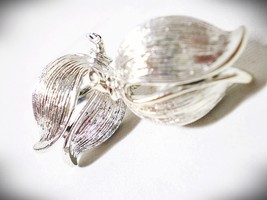 Vintage Mid Century Signed LISNER Silvertone Leaf Screw-Back Earrings - $5.00