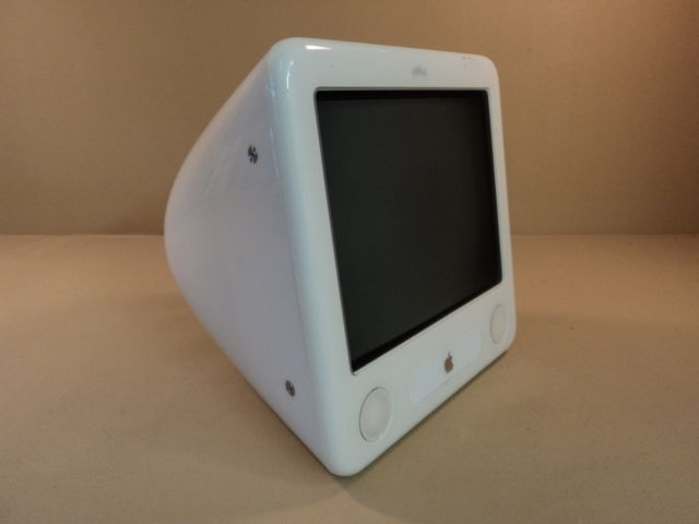 Apple eMac PowerMac PowerPC G4 17in 800MHz White 40GB Hard Drive EMC 1955 A1002