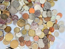 +9 lbs Foreign Coins Bulk World Token Tax Gaming Older Coins Lot Souvenir image 9