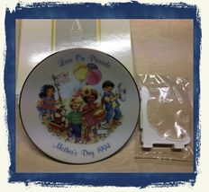 """VTG 1994 AVON """"Love On Parade"""" Mother's Day Collector Plate w/Display St... - $9.08"""