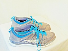 MENS ATHLETIC SHOES NIKE BRAND SIZE 9 GRAY AND BLUE AIRFLOW FABRIC   ZC6 - $28.73