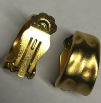 VTG 60s/70s Brushed Gold Tone Hammered Look Huggie Style Hoops Clip On Earrings image 6