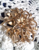 Vintage Signed Sarah Coventry Gold Tone Flowers Pin Brooch - $2.85