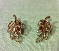 Emmons Branch Clip On Earrings Vintage - $5.89