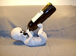 Alein Bottle Holder  Take Me To Your Leader  HH43961   ABC - $18.95