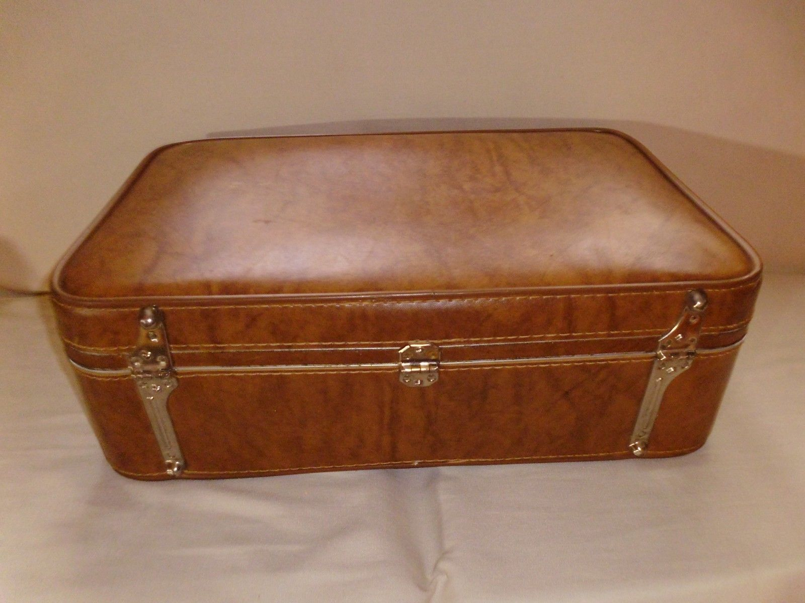 Vintage Amelia Earhart Wallstreeter Suitcase Luggage,Tan-With Key