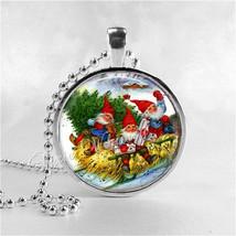 GNOME Necklace, Gnome Pendant, Gnome Jewelry, Winter Scene, Garden Gnome... - €11,38 EUR