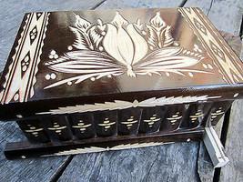Geschnitzte Holzschatulle für Schmucksachen Handarbeit handgemachte Schatulle - $71.36