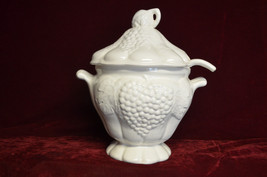 ANTIQUE USA Grape Design #715 White Glaze Oval Soup Tureen  3 pc set per... - $39.59