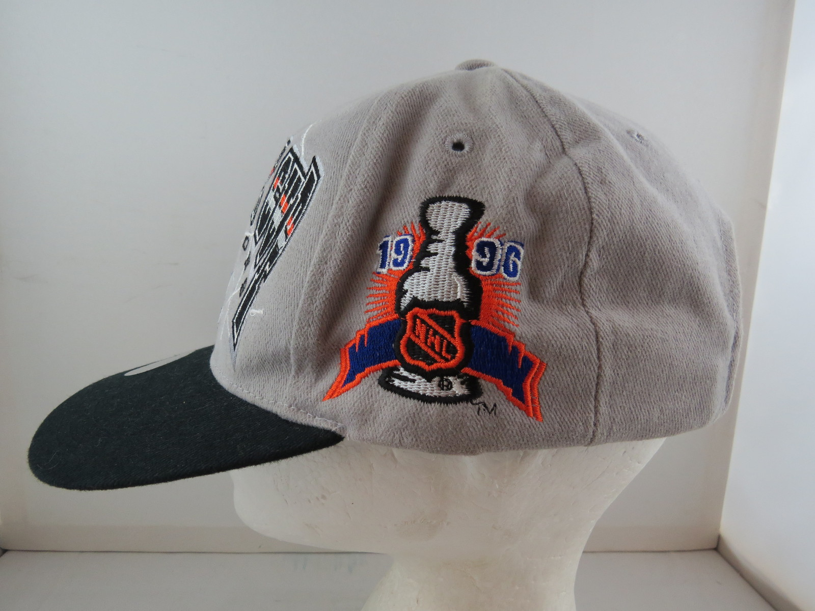 6c0c516bbfa Colorado Avalanche Hat (VTG) - 1996 Stanley Cup Champions by Starter -  Snapback