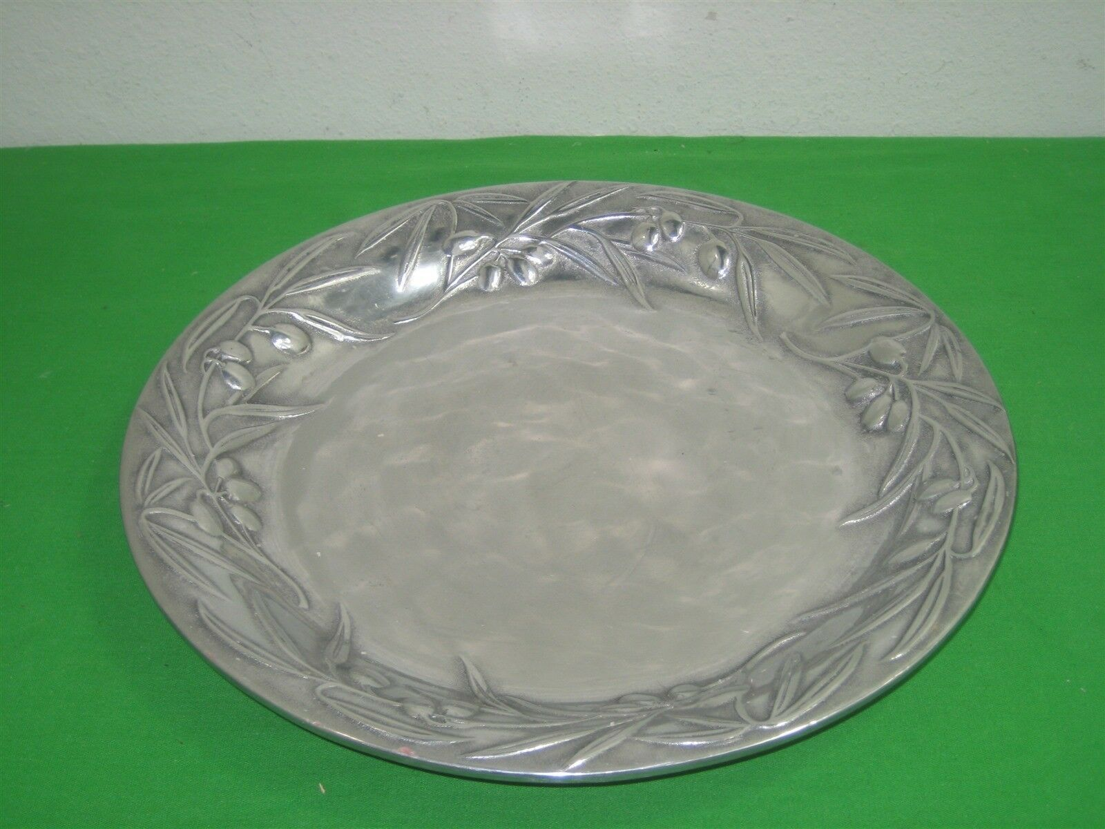 Primary image for Vintage Wilton Armetale Shiny Aluminum Alloy Metal Tray Platter 3D Details 13.75