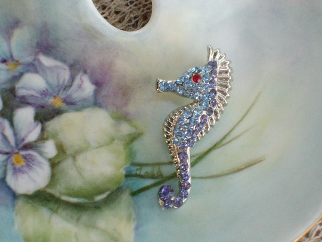 Cookie Lee Seahorse Brooch - Genuine Austrian Crystal, Item #67053 - New! image 2