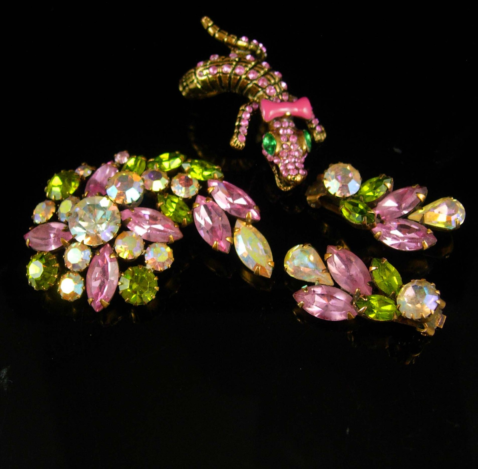 Vintage stunning signed Weiss Brooch earrings & matching lizard ring clip on ear - $275.00