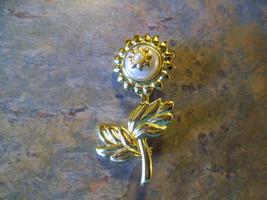 VINTAGE DANECRAFT 70's GOLDTONE FAUX PEARL FLOWER PIN BROOCH  - $3.99