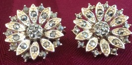 Lovely Vintage Clip On Lisner Designer Signed Earrings With Rhinestones - $5.74