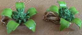 LOVELY VINTAGE FLOWER GREEN ENAMEL/GOLD TONE BACK CLIP ON EARRINGS, VG C... - $5.74