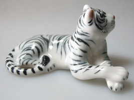 Wildlife MINIATURE HANDMADE  PORCELAIN White Be... - $4.85