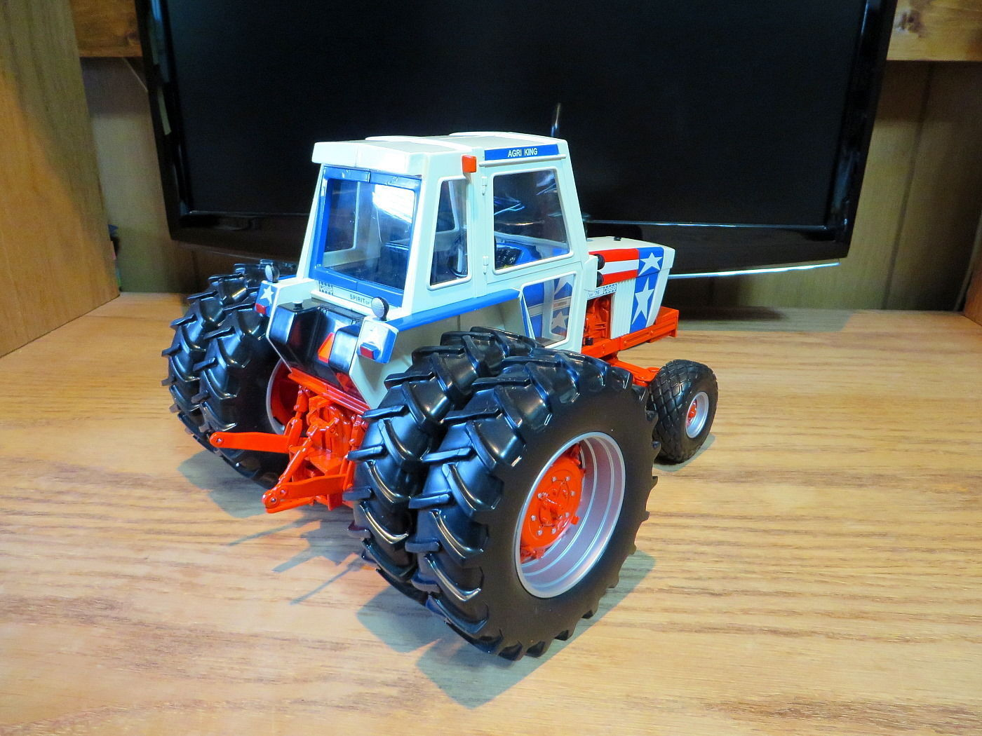 Case 1570 Spirit of 1976 The Toy Tractor Times 1:16 Diecast Ertl