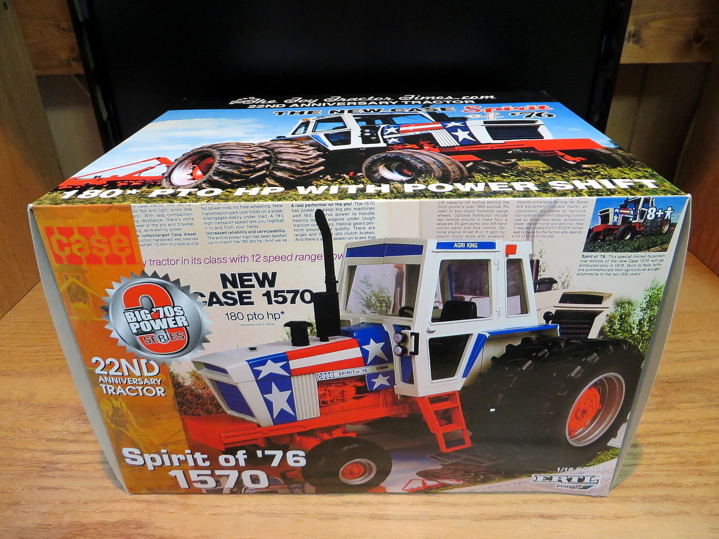 Ertl Case 1570 Spirit of 1976 The Toy Tractor Times Diecast 1:16