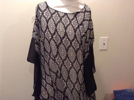 Howard's 100% Polyester Black Floral White Pattern Sleeved Poncho