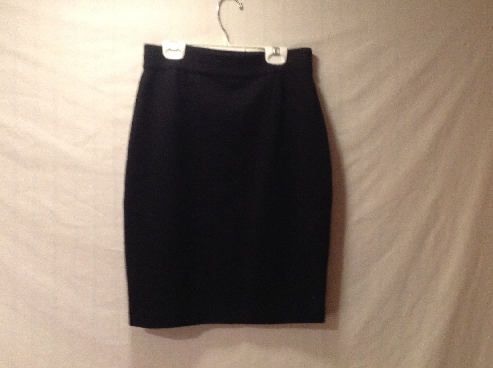 Andrea Jovine Women's Size M Black Above Knee Skirt 100% Wool w/ Stretch Fit
