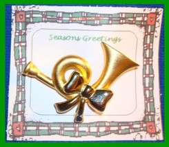 Christmas PIN #0129 Horn & Bow Goldtone HOLIDAY VGC - $14.80
