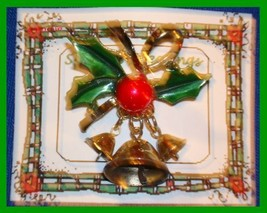 Christmas PIN #0007 VTG Not Signed 3 Bells Holly Bow Goldtone HOLIDAY Br... - $14.80