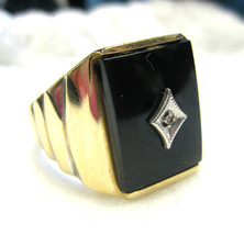 Mens Vintage 10K Yellow Gold Ring with Onyx Inlay and Diamond Size 10 - £201.15 GBP