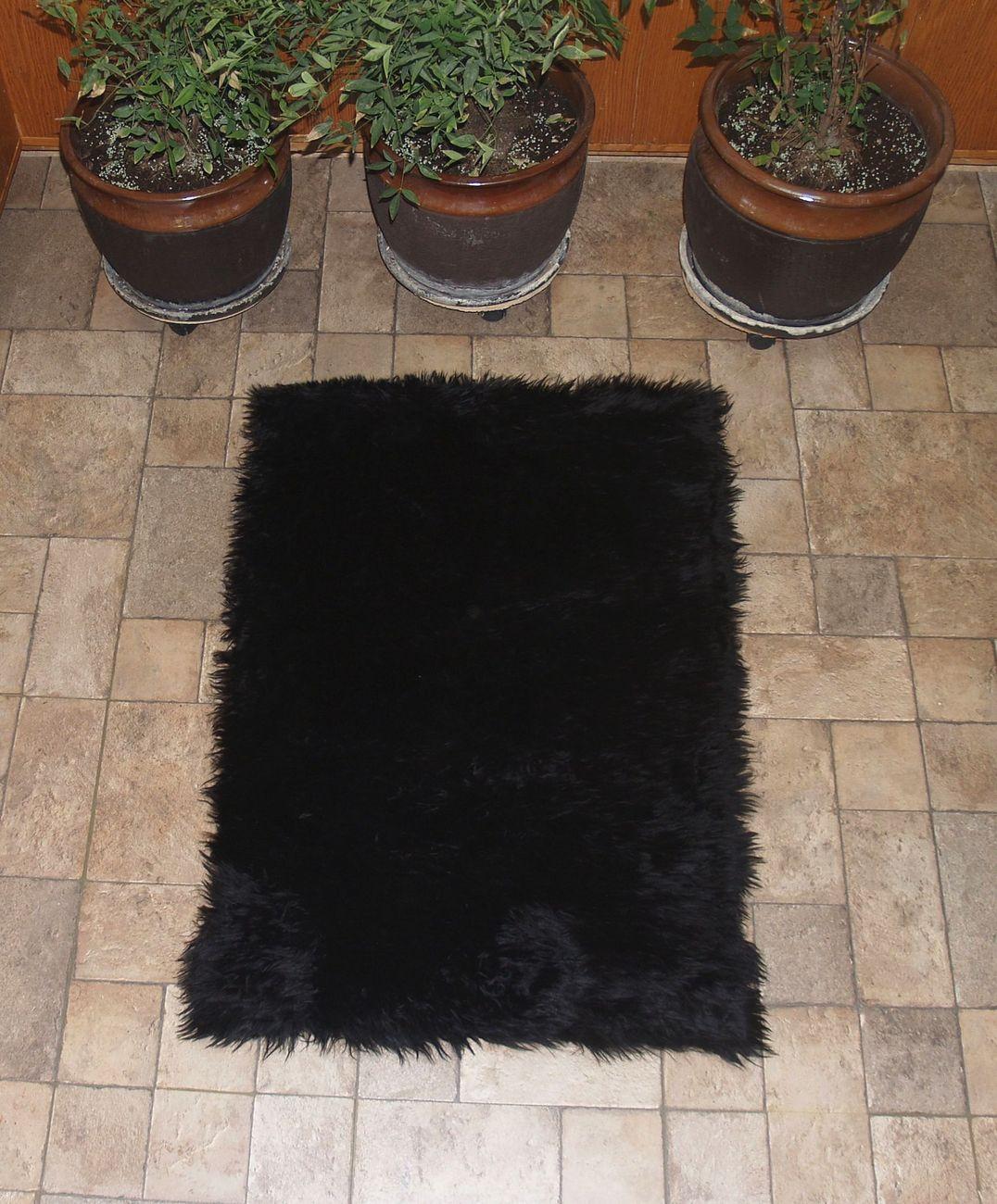 Black faux fur rug rectangle view2