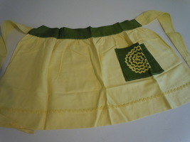 NEW VINTAGE HALF APRON YELLOW & GREEN WELLL MADE - $9.99