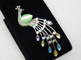 Colorful PEACOCK BROOCH Pin in Silver tone with Rhinestones and Moonglow... - £16.97 GBP