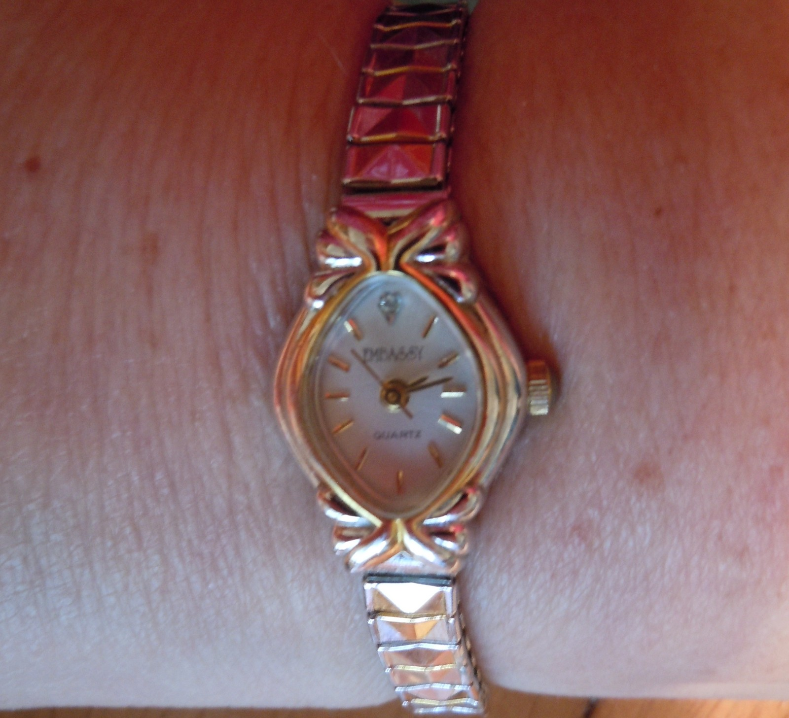 Vintage Embassy Quartz Ladies Watch Gold Tone Stretch Band