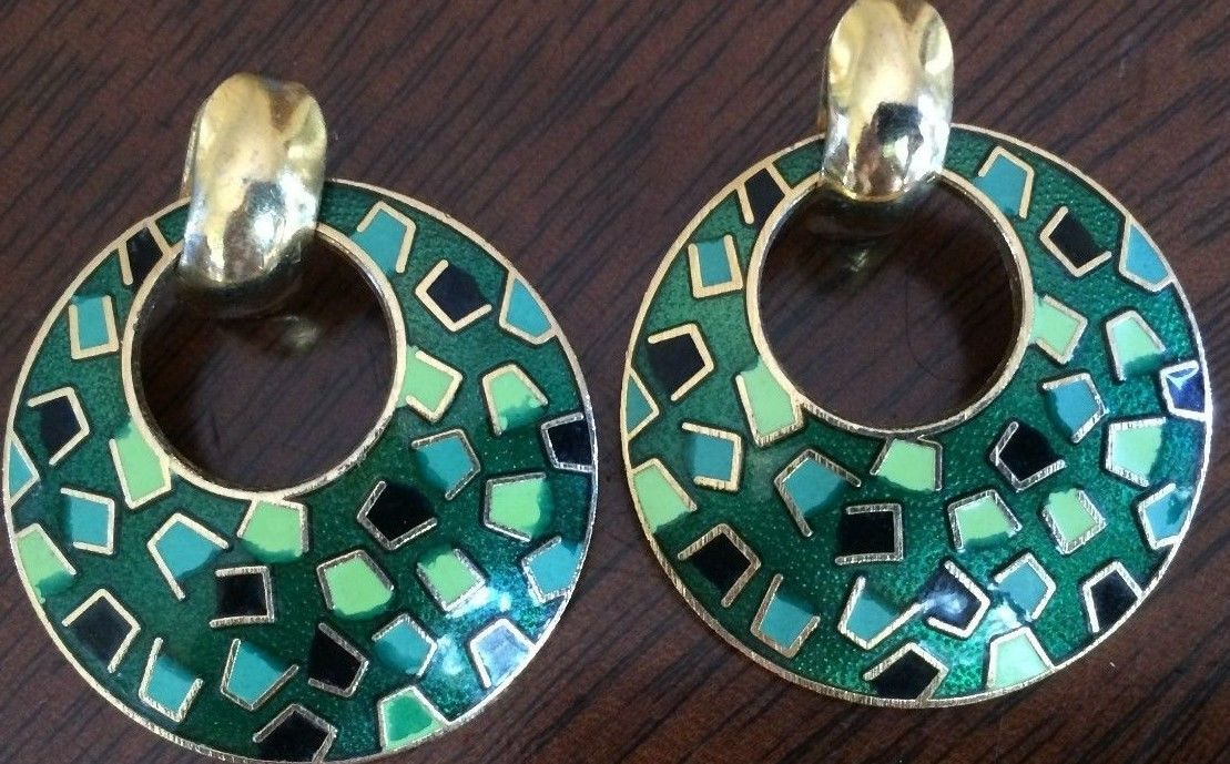 Primary image for LOVELY VINTAGE PAIR OF GOLD TONE & ENAMEL CIRCULAR PIERCED PAIR OF EARRINGS