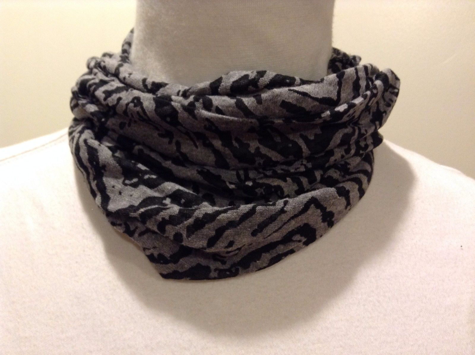 Mad About Style Scarf Infinity Polyester Blend Gray Black Zebra Stripe Tiger