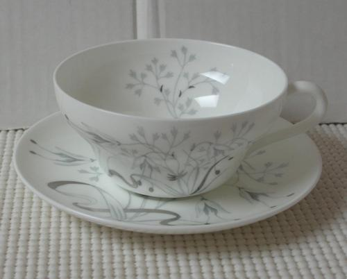 Wedgwood WILD OATS Platinum CUP & SAUCER (s) Bone China Pattern W4166 England