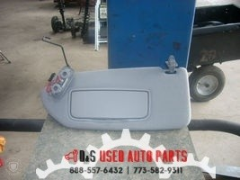 2006 VOLVO 60 SERIES LEFT GRAY SUN VISOR WITH MIRROR AND LIGHT