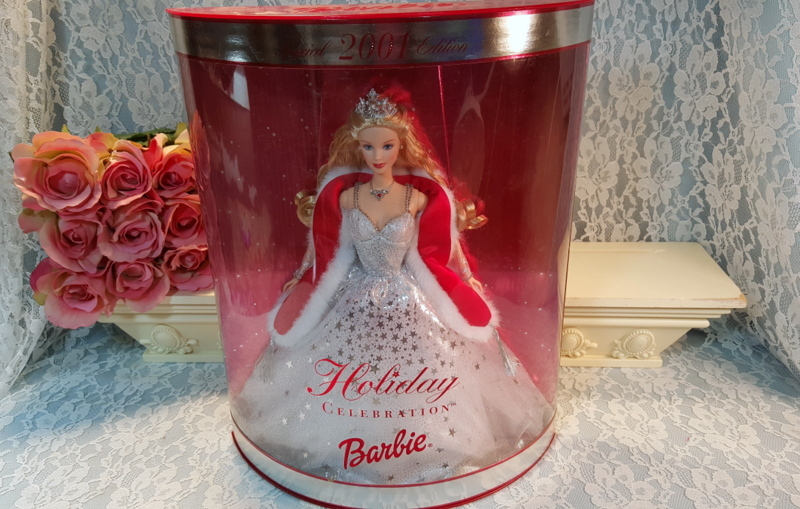 Happy Holiday Christmas Celebration Mattel Barbie Doll 2001, Mint in Box