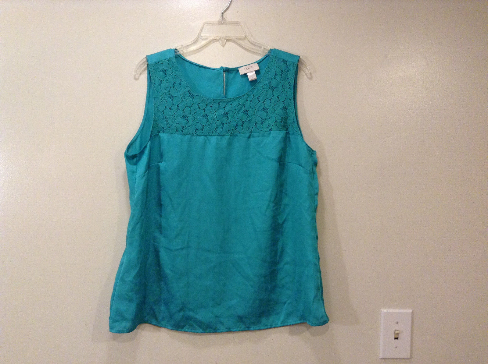 Ann Taylor LOFT Women's Size L Top Sleeveless Scoop Shell Aqua Blue Lace Yoke