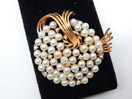 LISNER Pearl and Rhinestone Spray WREATH BROOCH Pin in Gold tone - 2 inches - $56.00