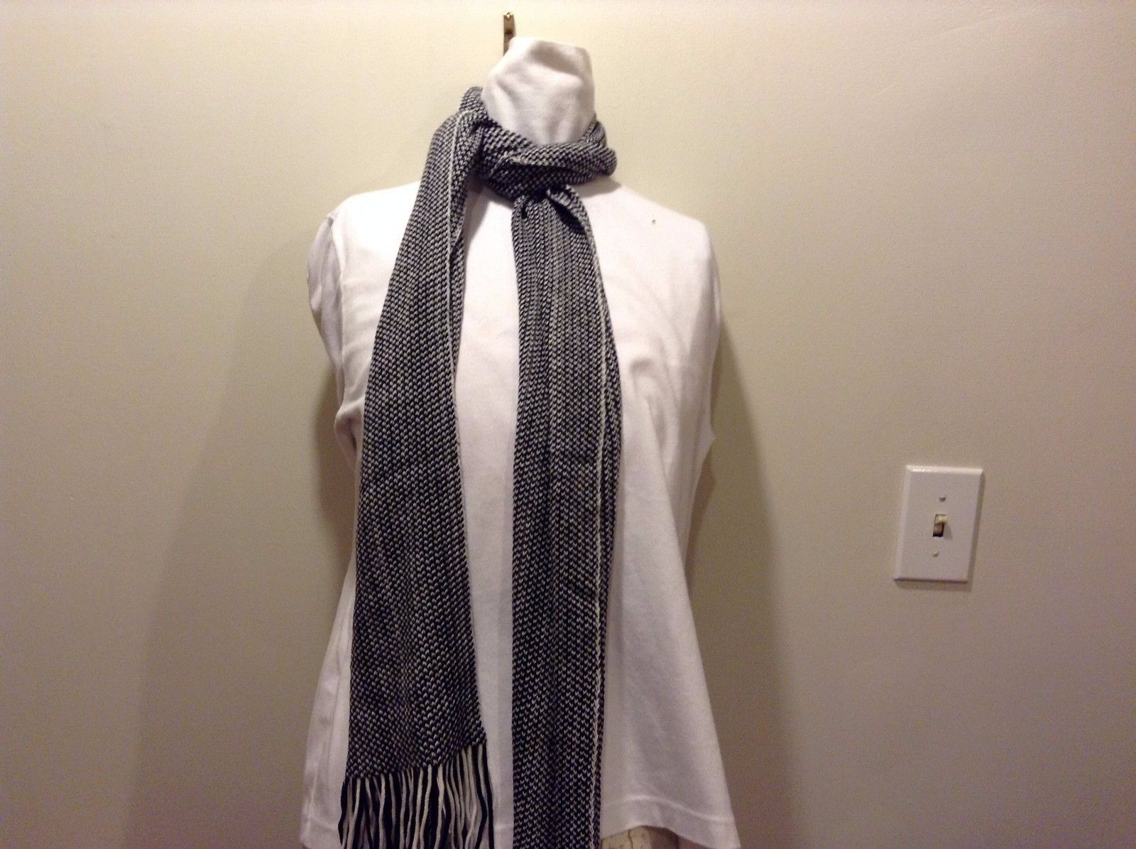Mad About Style Black White Arrow Elastic End Fray Scarf